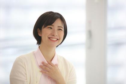 笑顔の介護士イメージ