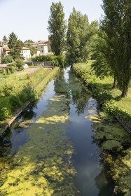 Small river that passes outside the town of Bevagna