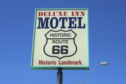 セリーグマンの歴史的ルート66のモーテル看板