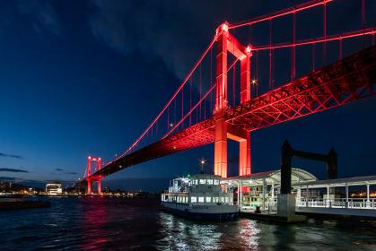 真っ赤にライトアップされた若戸大橋の夜景 福岡県北九州市