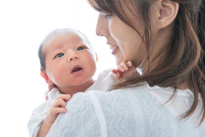 新生児(0歳0ヶ月)とお母さん