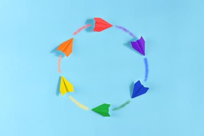 6機の虹色の紙飛行機 4 まる