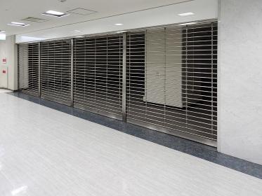 ビル内の空き店舗のシャッター