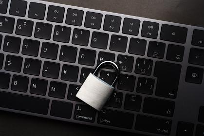 南京錠とキーボード