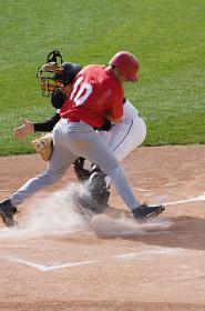 野球のクロスプレー