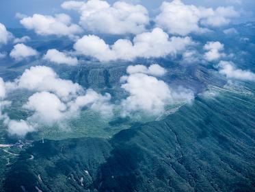伊豆大島上空から見た三原山火口 8月