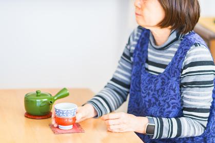 シニア 女性 お茶 飲む 【シニアライフ】