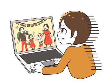 オンラインのクリスマスを見て涙が出る女性