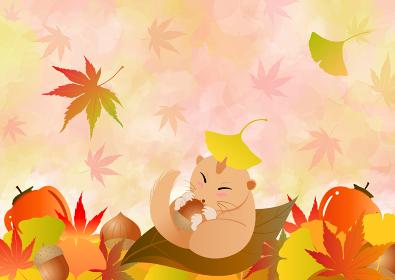秋の背景と、落ち葉の中でどんぐりを持って眠るヤマネ