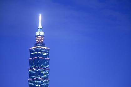 象山から望む夜景の台北101 台湾