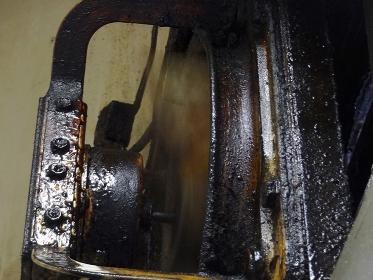 飲食店の油汚れの換気扇