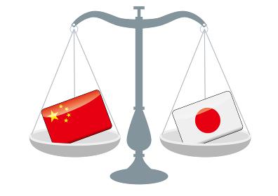 天秤と国旗 中国と日本の国旗 国家対立 国家紛争 国際司法 貿易のイメージイラスト