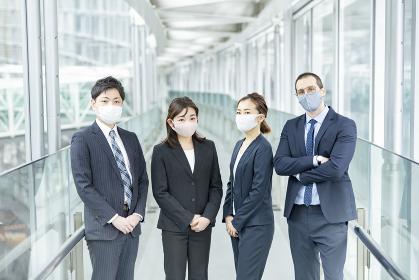 マスクを装着したビジネスチーム