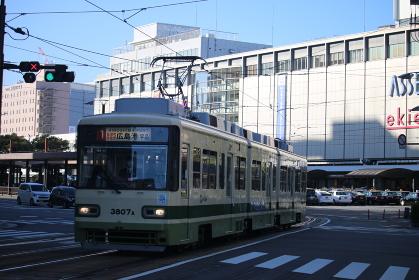 広島駅電停を発車した広電3800形