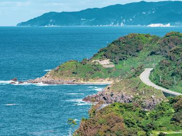 奥能登の海沿いの町の風景 10月の輪島市の日本海側