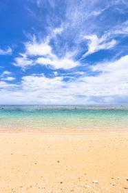 沖縄県宮古島、6月の砂浜・日本