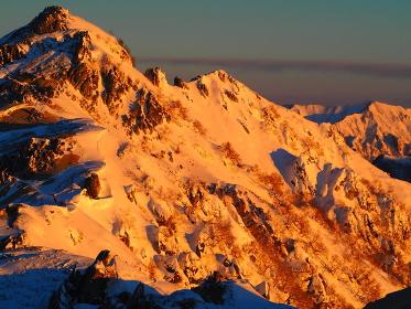 正月の朝、燕岳と餓鬼岳方面