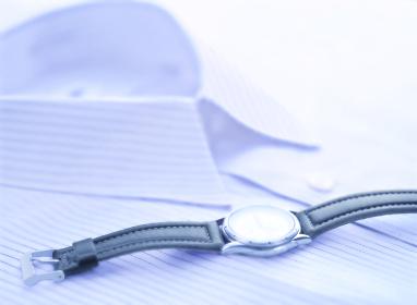 時計とワイシャツ