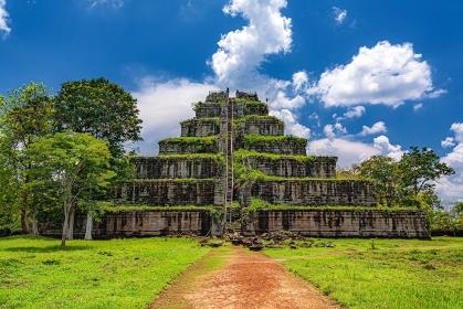 カンボジア・コーケー遺跡群 プラサット・トムのピラミッド