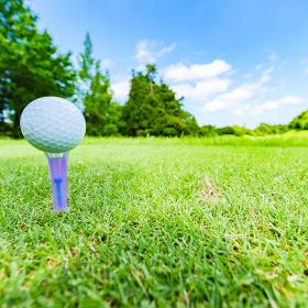 ゴルフ ティーショット 【 スポーツ の 秋 の イメージ 】