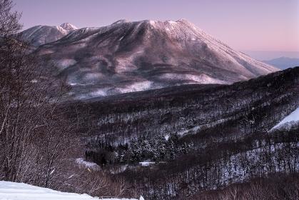 長野県・長野市 冬の朝焼けと黒姫山