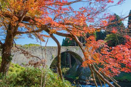秋の通潤橋