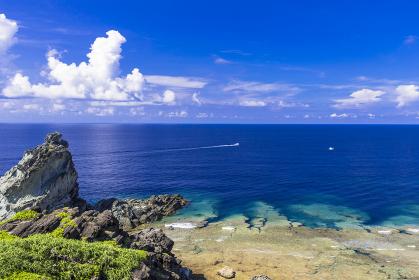 石垣島・御神崎岬のサンゴ礁の海