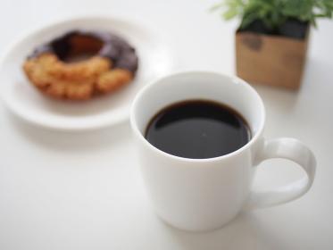 コーヒーとチョコレートがけドーナツ