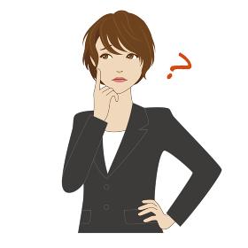 頬に指を当て悩むスーツ姿の女性会社員
