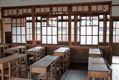 木造校舎の教室