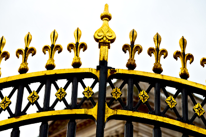 in london  the old metal gate   royal palace