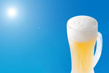 青空とビールのイメージ