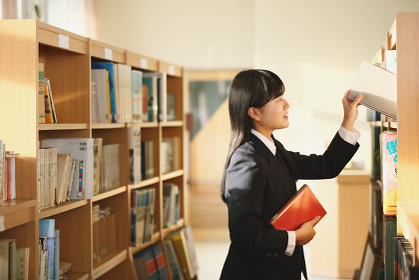 図書館の女子高生