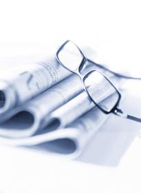 新聞とメガネ