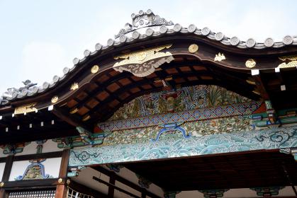 御香宮神社 拝殿の極彩色唐破風彫刻 京都市