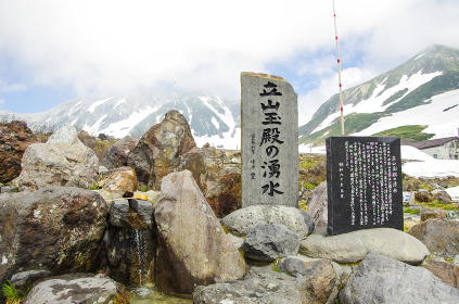 立山に湧き出る水