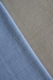 ブルーとグレーのニットで作る背景 7 縦位置