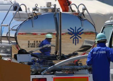 給水車による給水準備(2010年堺市総合防災訓練)