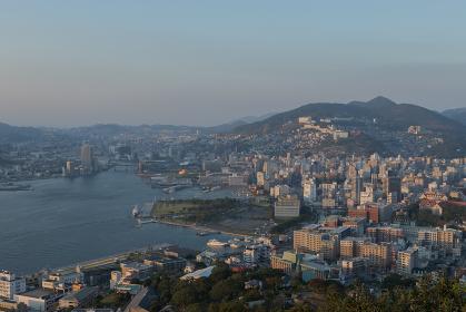 鍋冠山公園展望台からの長崎市街地夕景