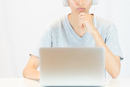 ノートパソコン・女性