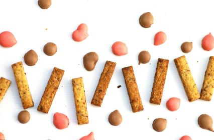 いちごとチョコ味のマカロンドロップと棒状ハニーマスタードオニオンサブレ スイーツ お菓子