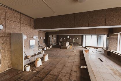 朽ちた大浴場
