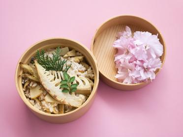 春のポップなおいしいお弁当【たけのこご飯】