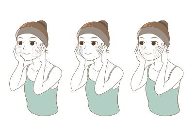 洗顔、化粧水、クリームでスキンケアをする女性(白肌)