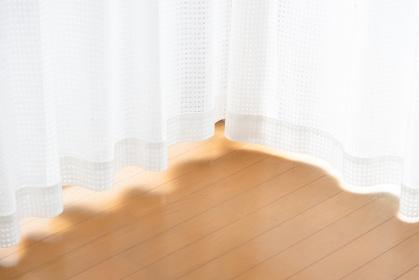 自然光が明るい洋室