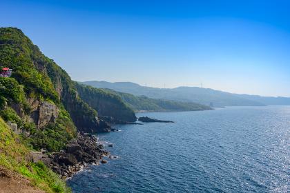 元乃隅神社から眺める綺麗な日本海と青空(山口県)