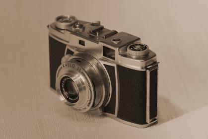 レトロなフィルムカメラ(セピアカラー)
