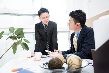 ビジネス状況・2人の男性