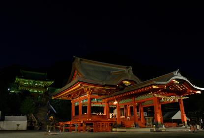 夜の鶴ヶ岡八幡宮