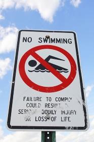 水泳禁止サイン